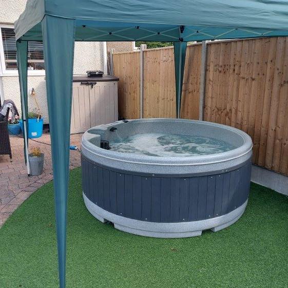 Solid hot tub