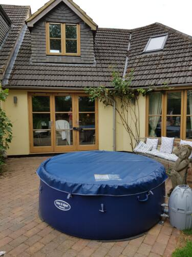 Hot tub set up in Caddington